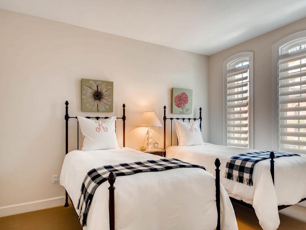 531 S 10th St Minneapolis MN-MLS_Size-023-19-2nd Floor Bedroom-1024x768-72dpi.jpg