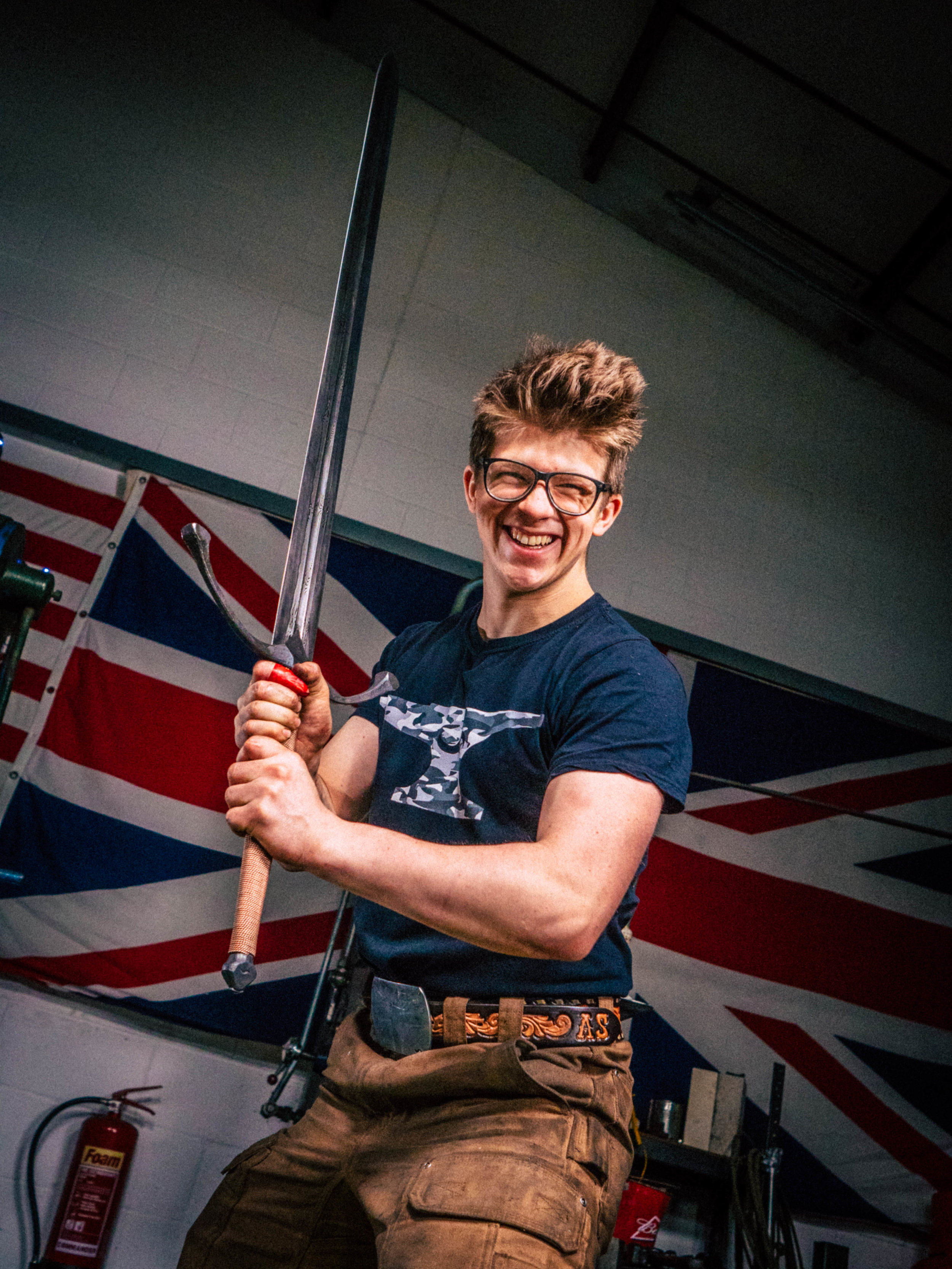 I was pretty excited after finishing this 15 day build! 1350mm long damascus Scottish Claymore Sword! December 2017