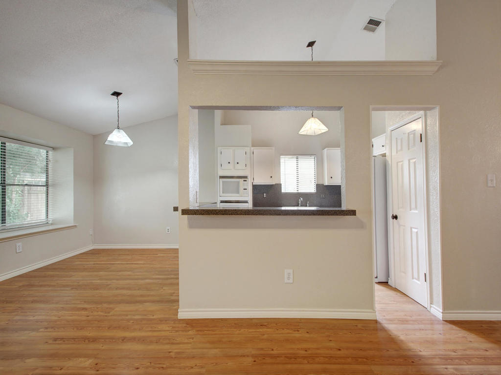 1602 E Messick Loop-MLS_Size-008-6-Family Kitchen Dining 256-1024x768-72dpi.jpg