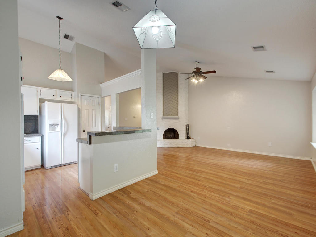 1602 E Messick Loop-MLS_Size-010-27-Family Kitchen Dining 258-1024x768-72dpi.jpg