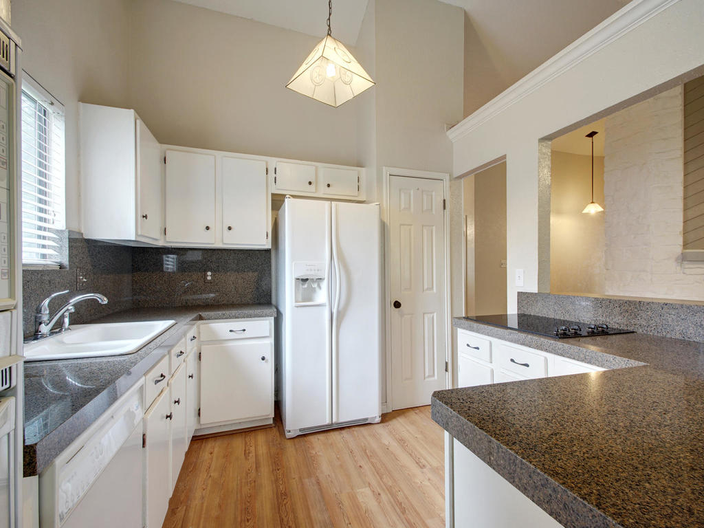 1602 E Messick Loop-MLS_Size-012-7-Family Kitchen Dining 260-1024x768-72dpi.jpg