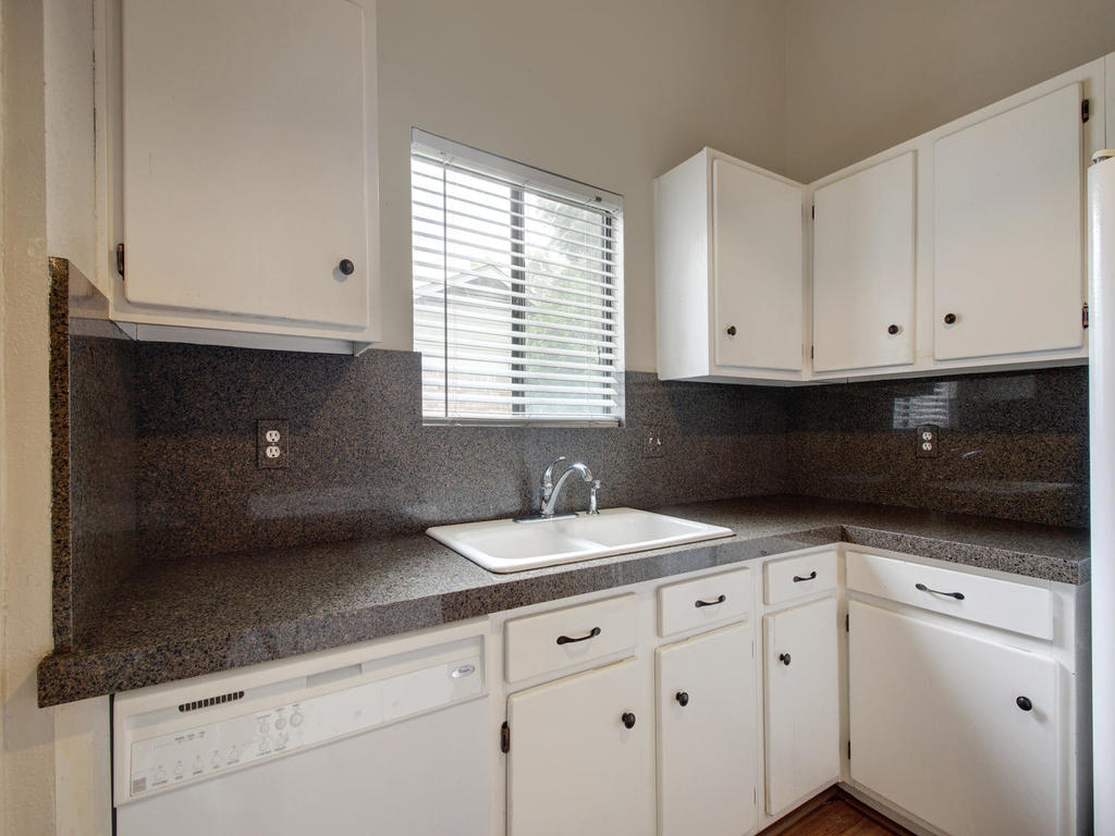 1602 E Messick Loop-MLS_Size-013-26-Family Kitchen Dining 261-1024x768-72dpi.jpg