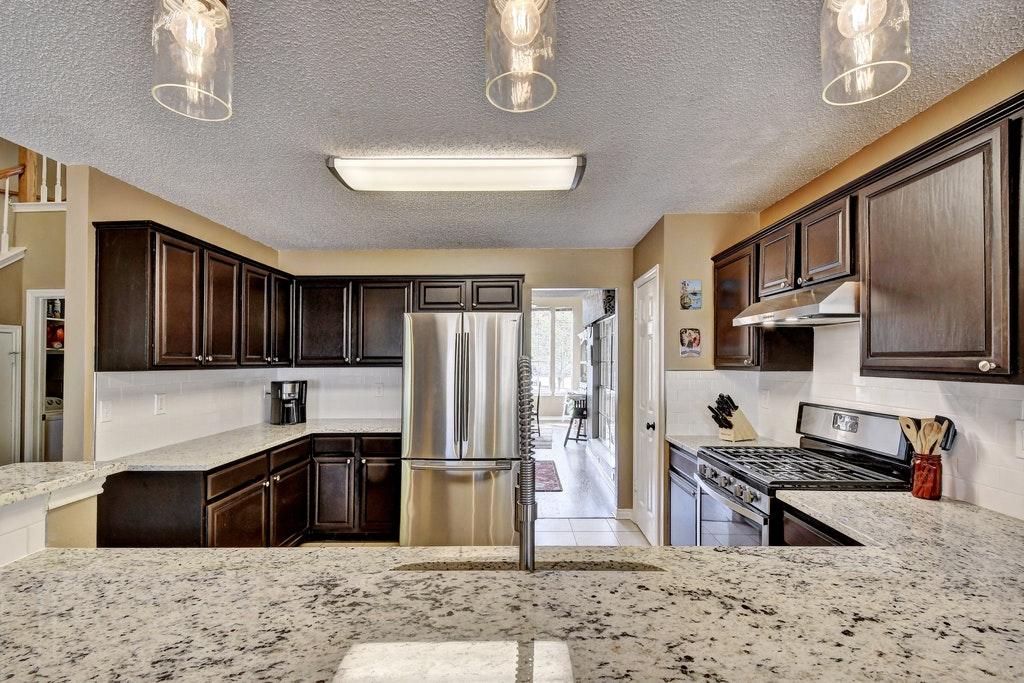 015-255095-Kitchen and Breakfast 906_5825305.jpg