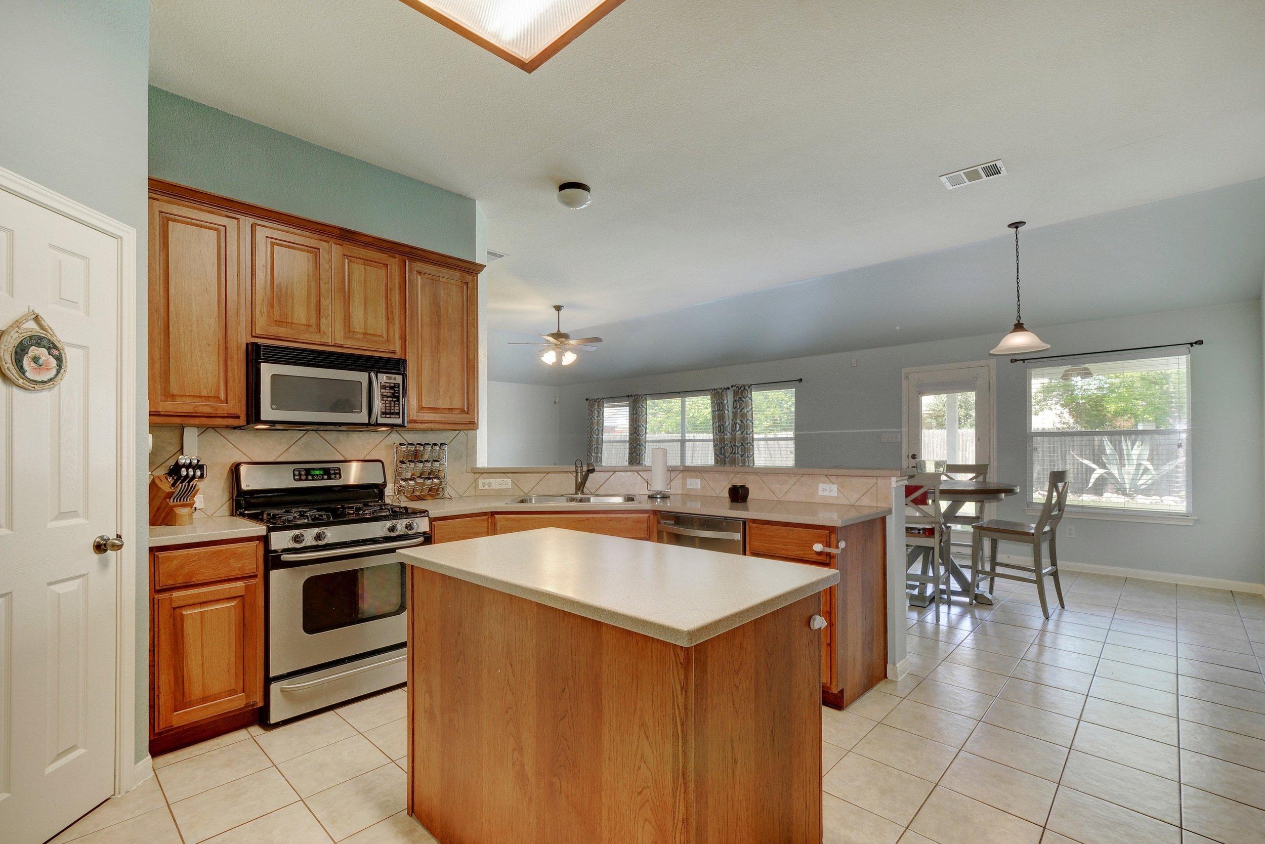 011-267551-Kitchen 001_6233375.jpg