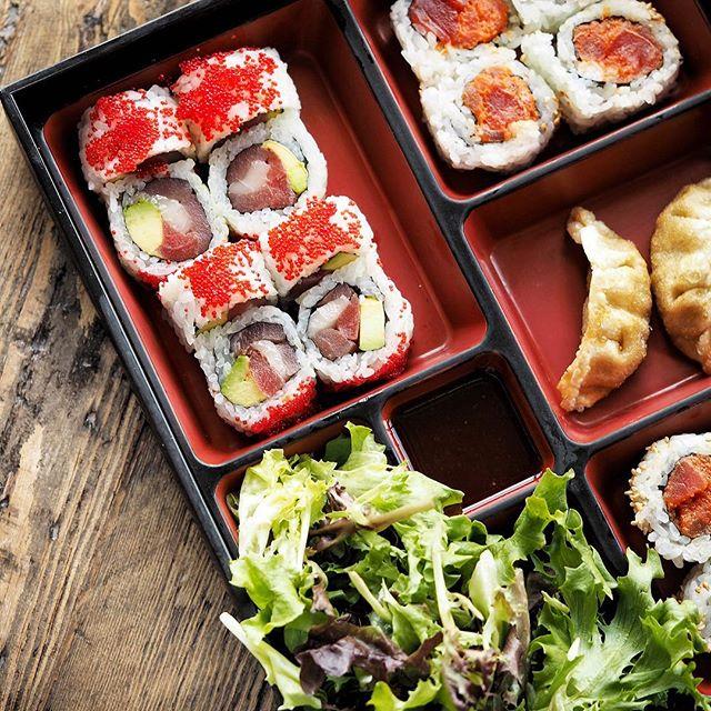 The only reason to get out of bed on a Sunday. 🍣🍱#sundaybrunch • • • • #tastesbetterhere #eatingfortheinsta #eatfamous #sushigram #sushiart  #f52grams #igerschicago #foodiechats #nomchicago #theartofplating #foodstarz #chefstalk #fabfoodchicago #thekitchen #foodfeast #alwayshungrychi #topchicagorestaurants #thrillist #hertastylife #eattheworld #foodandwine #chicagobucketlist #dametravelerfoodie #midwestbloggers #calledtobecreative  #verilymoment #gatheredstyle #theeverydayproject
