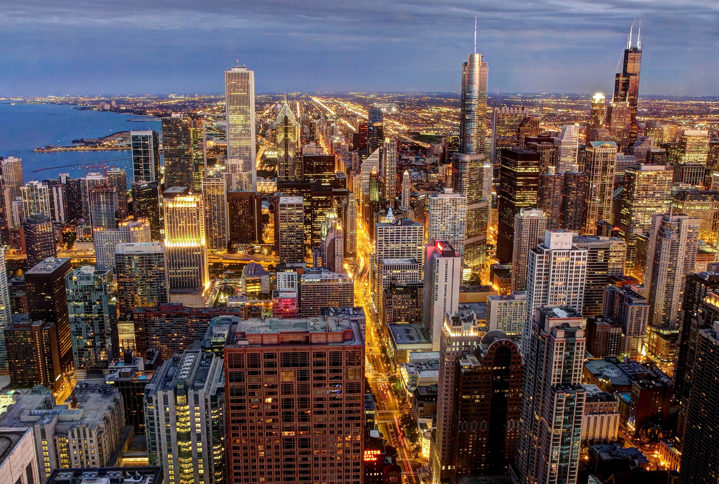 Chicago_skyline,_viewed_from_John_Hancock_Center.jpg