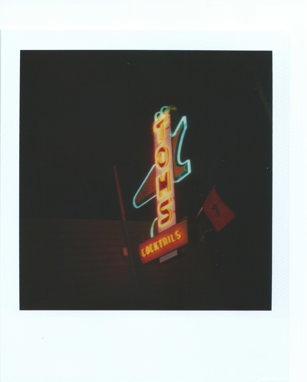 Sign_NeonToms.jpeg