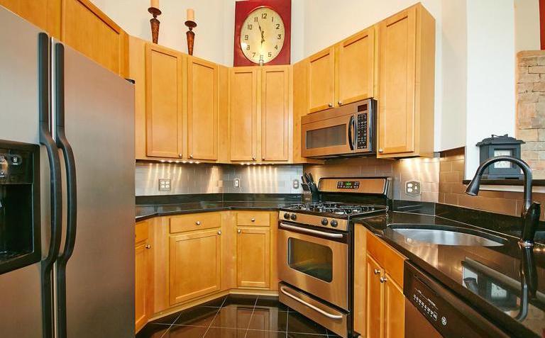Reston Kitchen Before.jpg