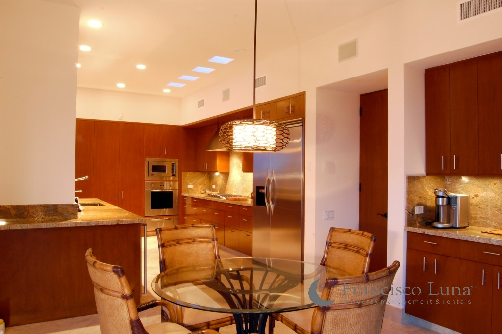 BREAKFAST ROOM & KITCHEN.jpg