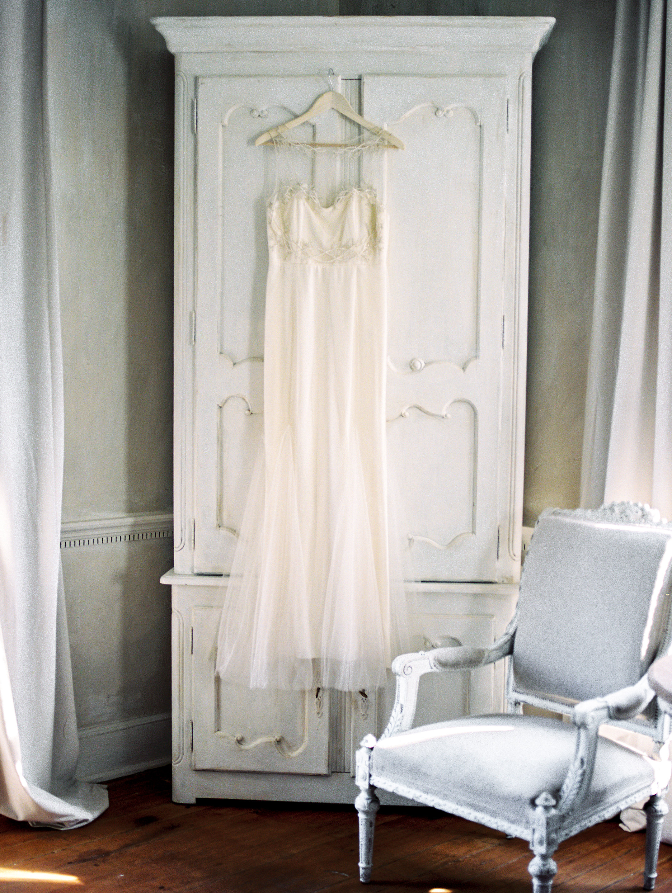 Photography: Lissa Ryan Photography | Planning: The Velvet Veil | Paper & Calligraphy: Spurlé Gul Studio | Dress: Alexandra Grecco