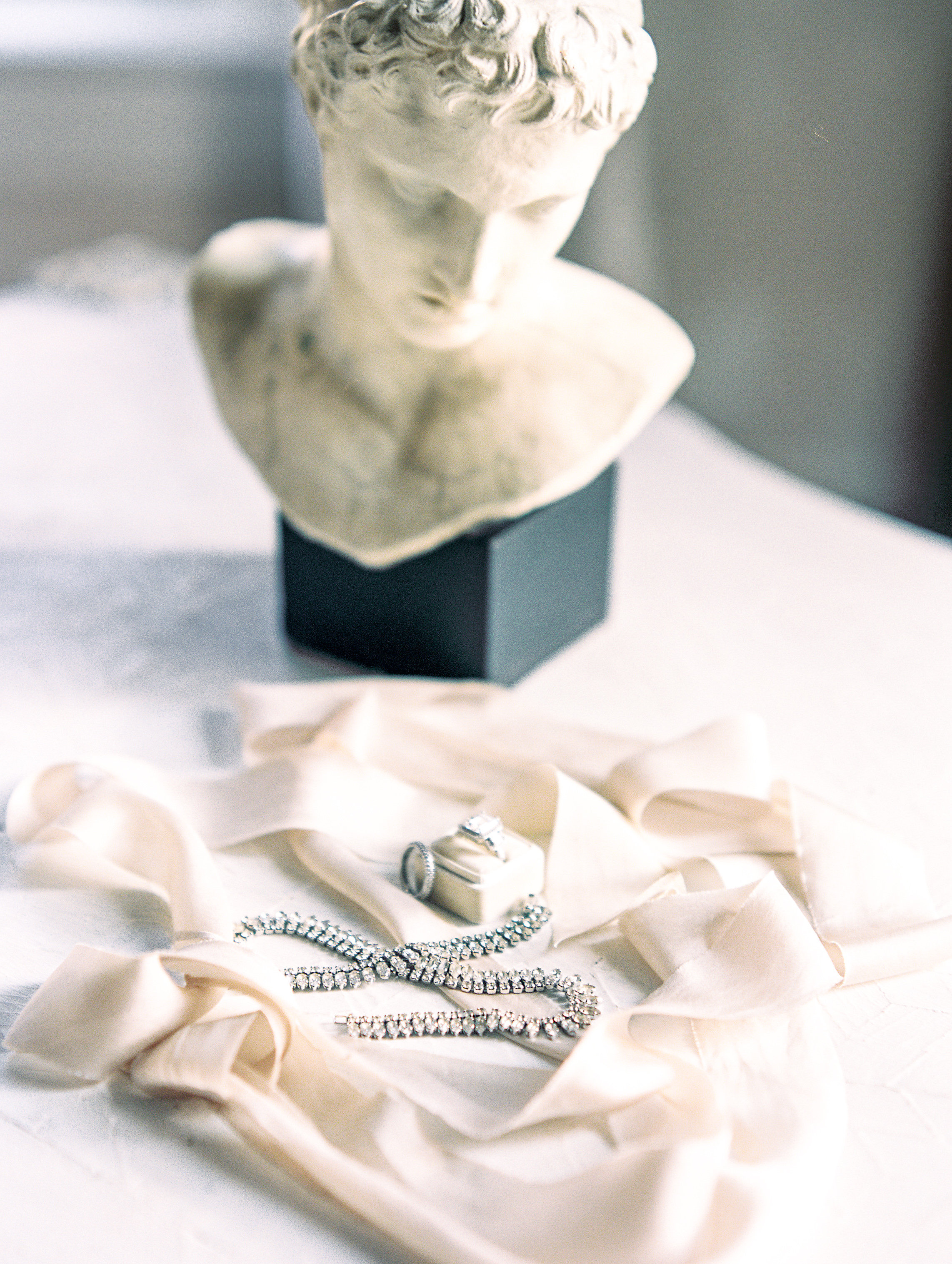 Photography: Lissa Ryan Photography | Planning: The Velvet Veil | Paper & Calligraphy: Spurlé Gul Studio | Ring: Pave Jewelers