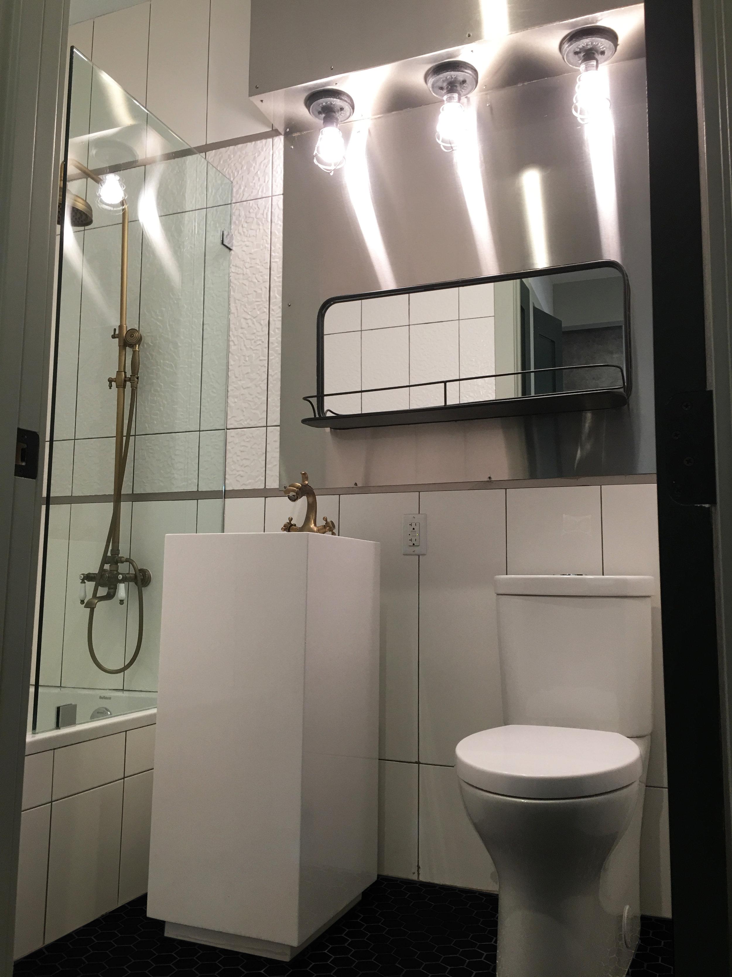 Scholes_St_102_Bk-Bath_1.jpg