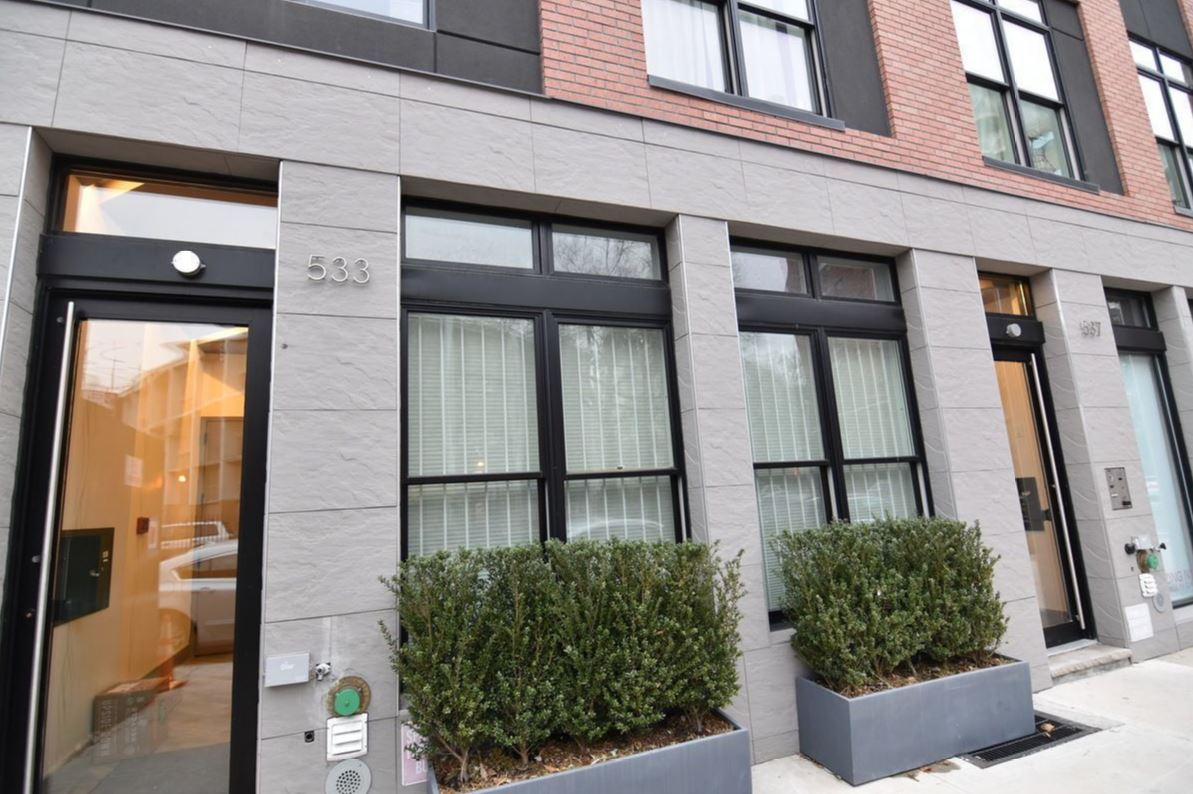 533 Park Place Facade 19.JPG