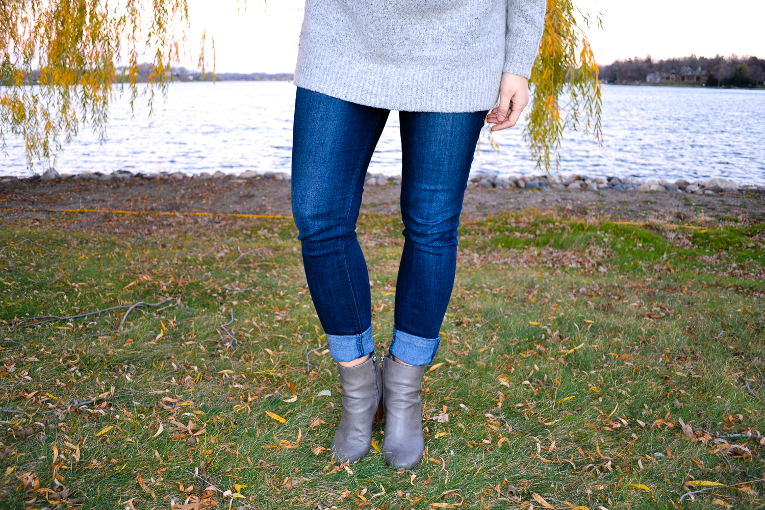 Outfit Details_Gray Sweater_Gray Boots.jpg