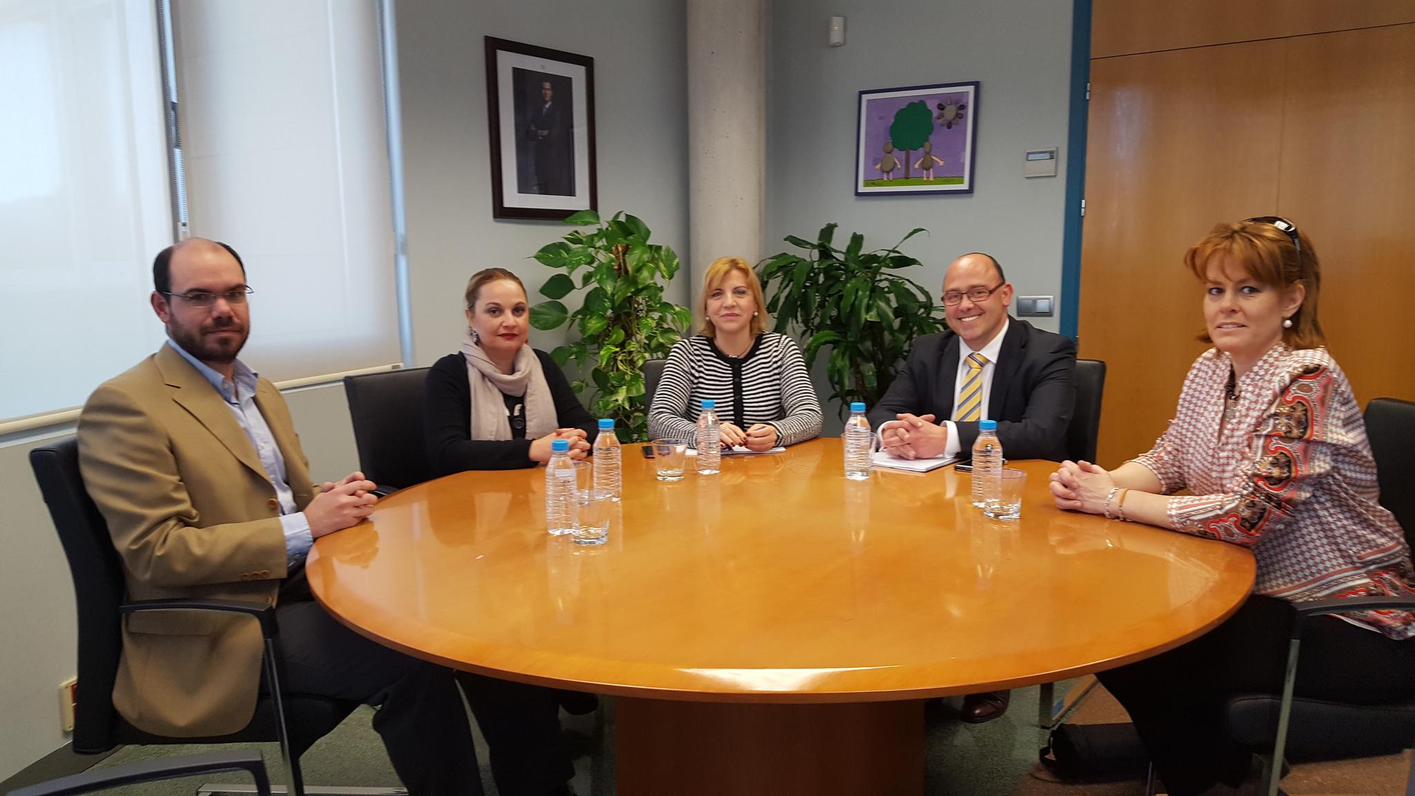 Foto de la reunión mantenida ayer con la consejera de familia