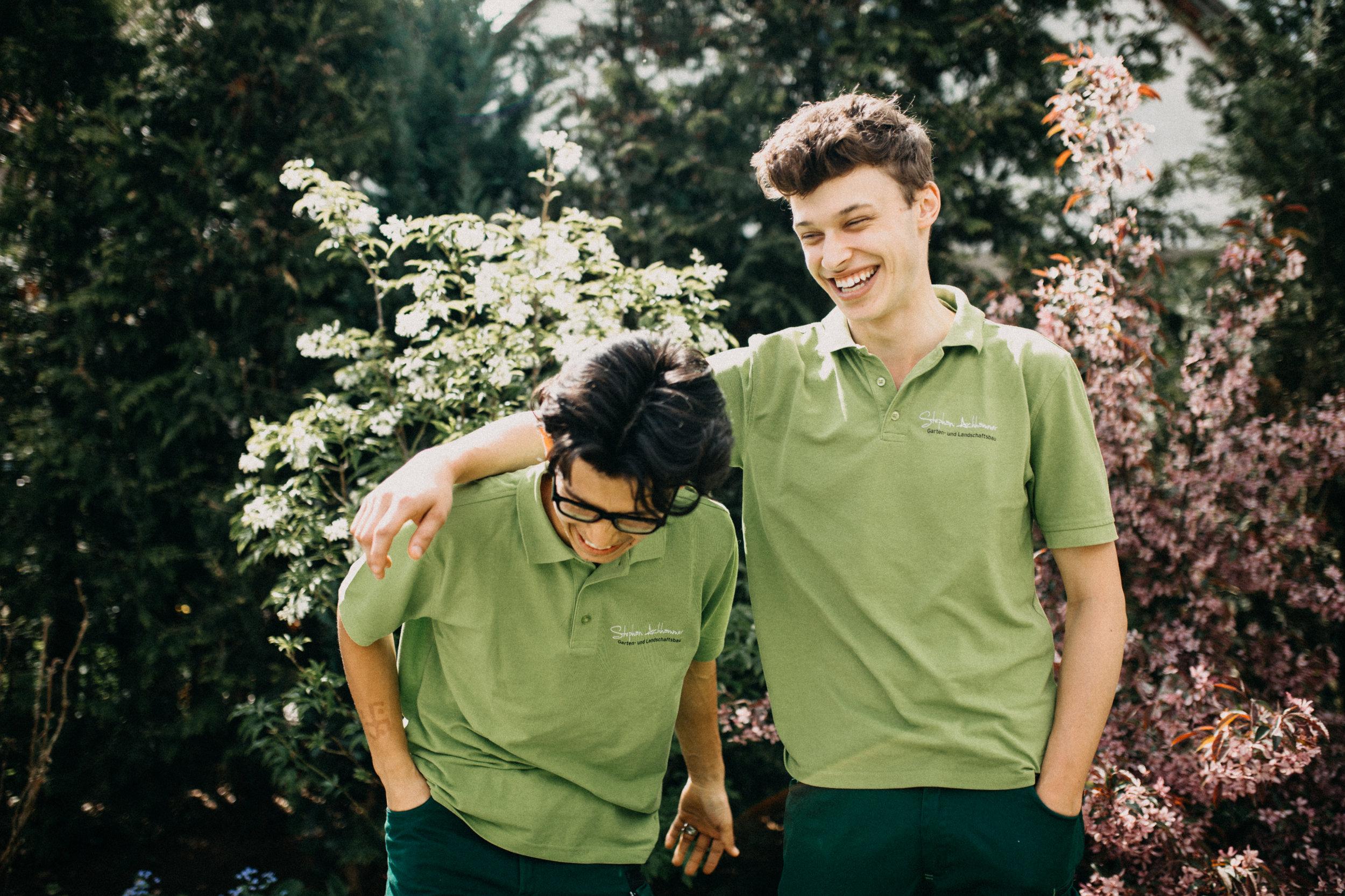 So fröhlich kann bei uns die Ausbildung sein! Assadullah und Fabian im Frühjahr 2017