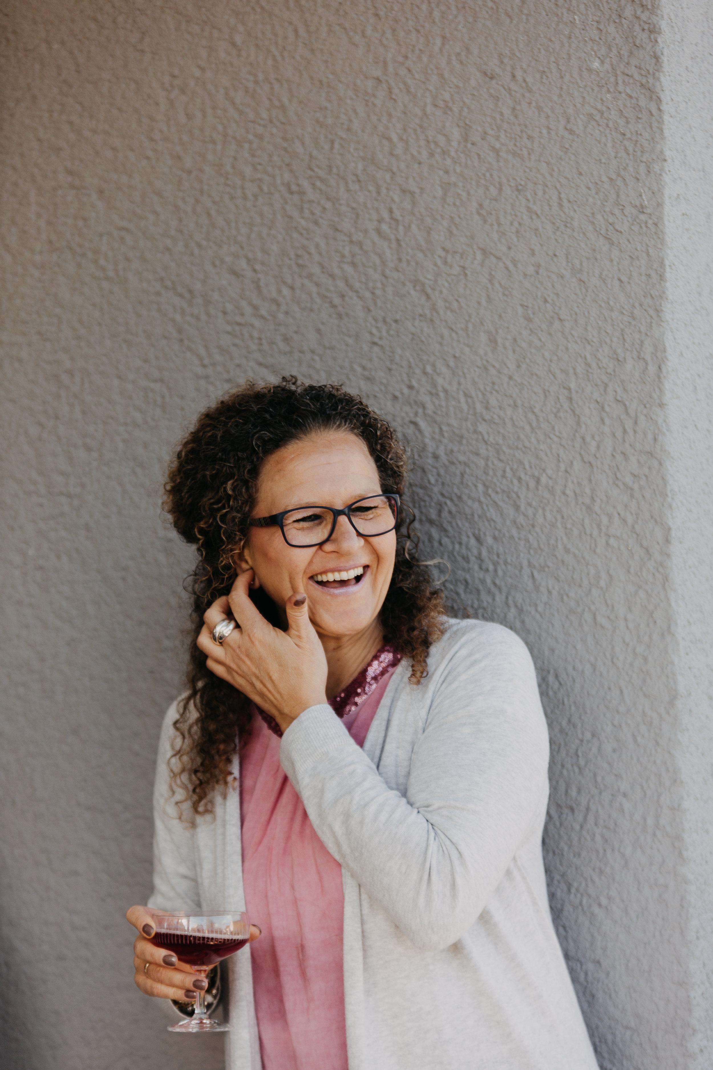 Claudia ist die Perle in unserem Büro. Alle genießen ihre Wärme und Spontanität - und manchmal auch ihr Frechsein!