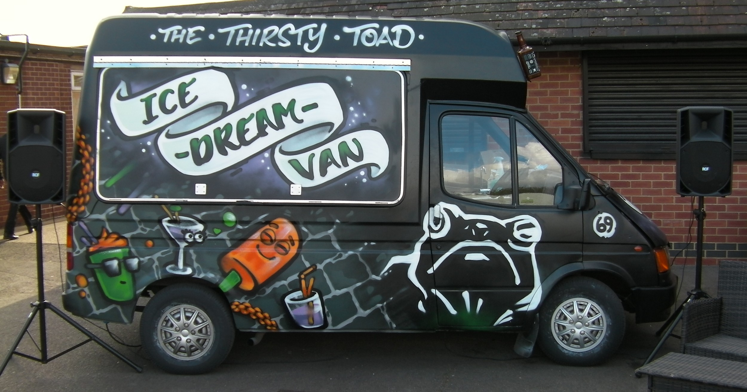 Hungry Toad Hut & Snack Van