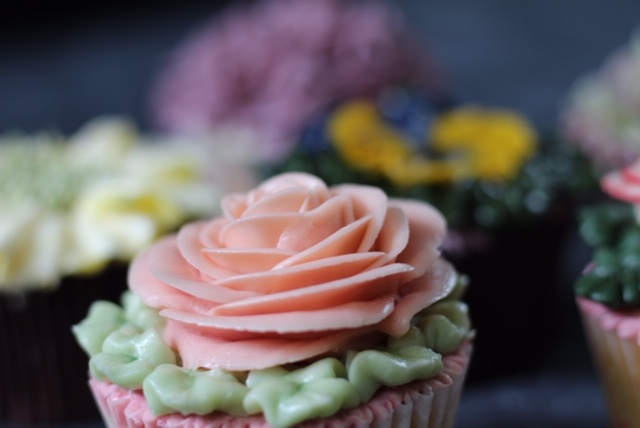 Rose cupcakes by Emma Page Buttercream Cakes London.JPG