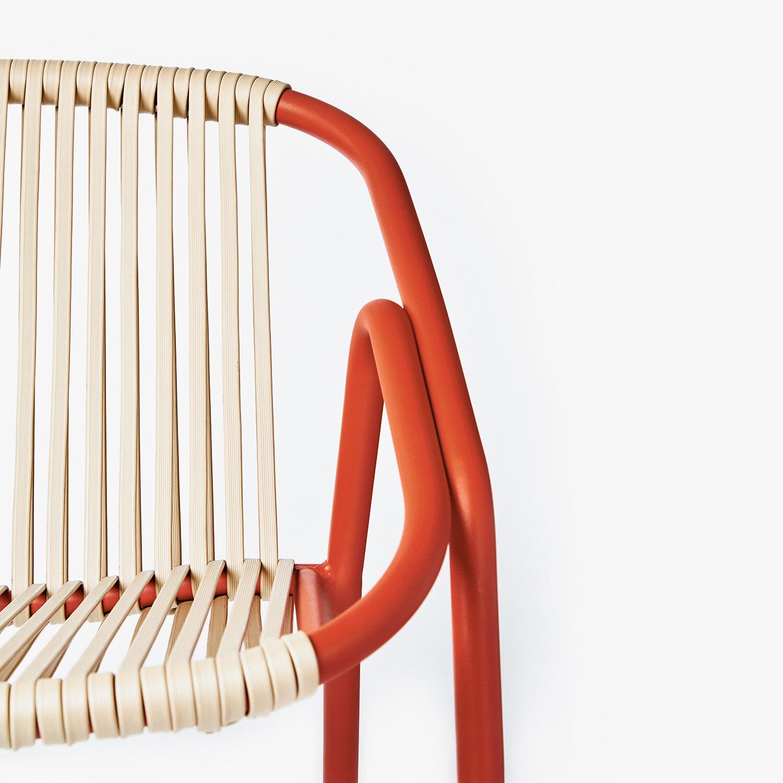 NUEVAS PERSPECTIVAS - Las formas y las soluciones constructivas de las antiguas sillas de caña se han adaptado al uso de aluminio y nuevas técnicas de fabricación. El resultado son piezas con carácter clásico que presentan nuevas características como la apilabilidad.
