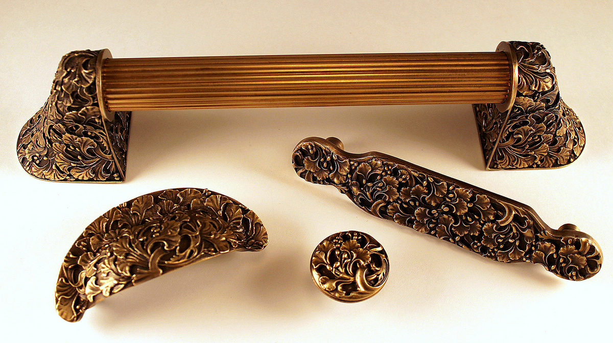 Florid Leaves Matching Set in Antique Brass Finish www.nottinghill-usa.com.JPG