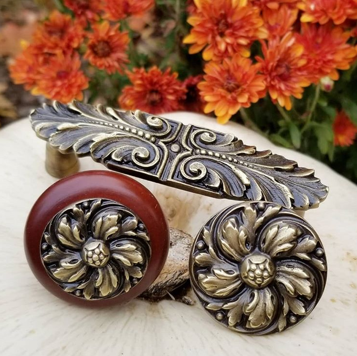 Chrysanthemum Knob, Wood Knob and Pull in Antique Brass