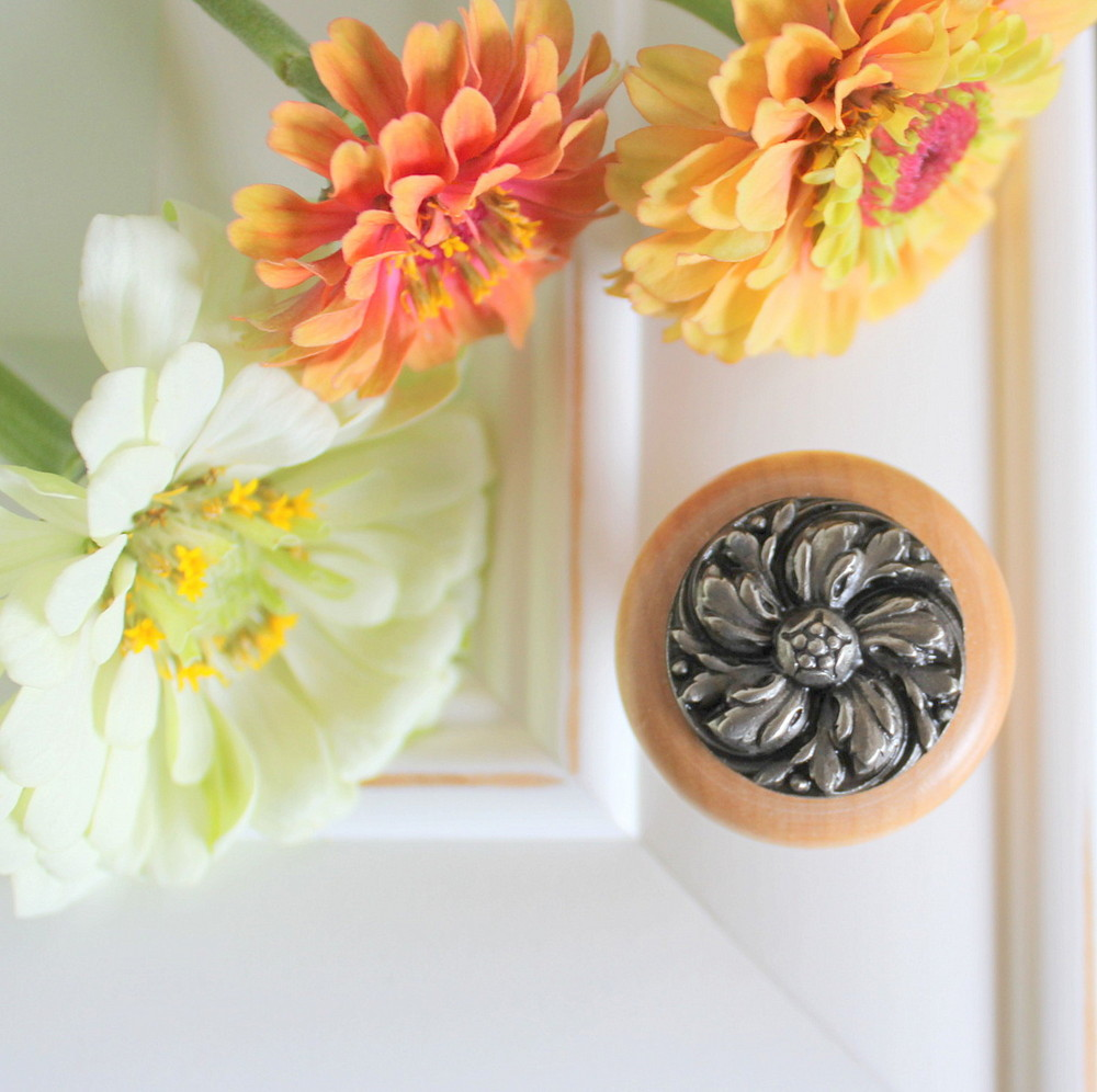 Chrysanthemum Wood Knob in Natural -Satin Nickel