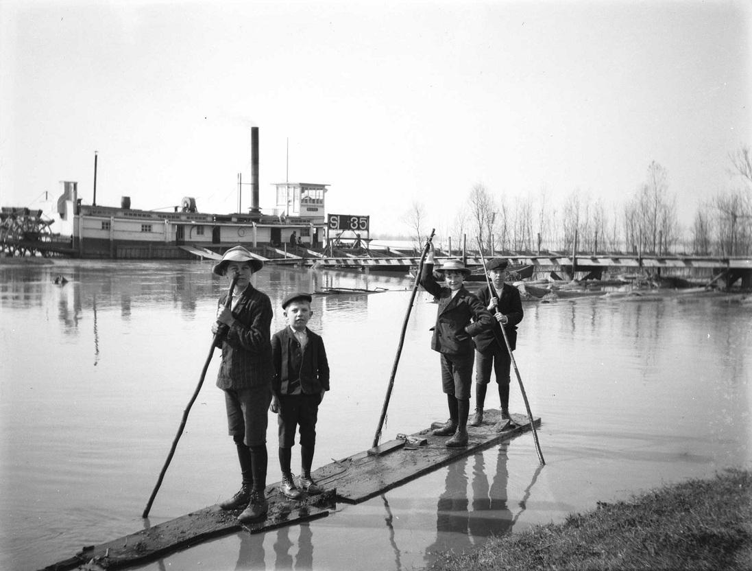 This is one of several photographs that Alexander Allison shot of the flooded conditions along the Mississippi River at the turn of the 20th century. Tulane University professor Oliver Houck used this picture on the cover of his recently released book, Down on the Batture   CREDIT ALEXANDER ALLISON