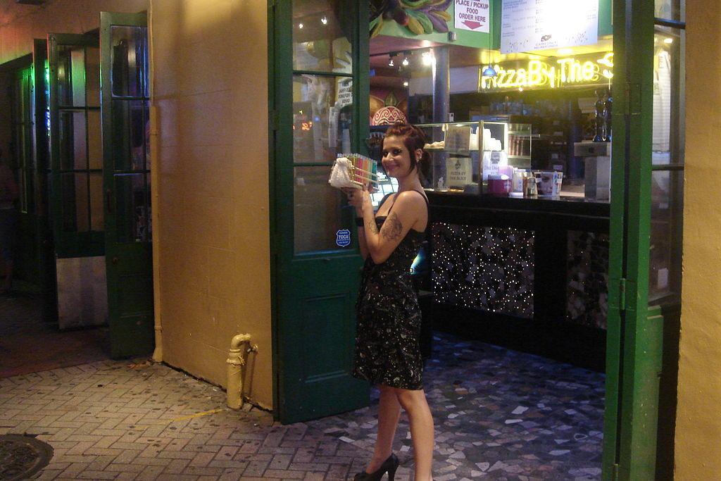 Bourbon_Street_Bartender_flickr_Glen.jpg
