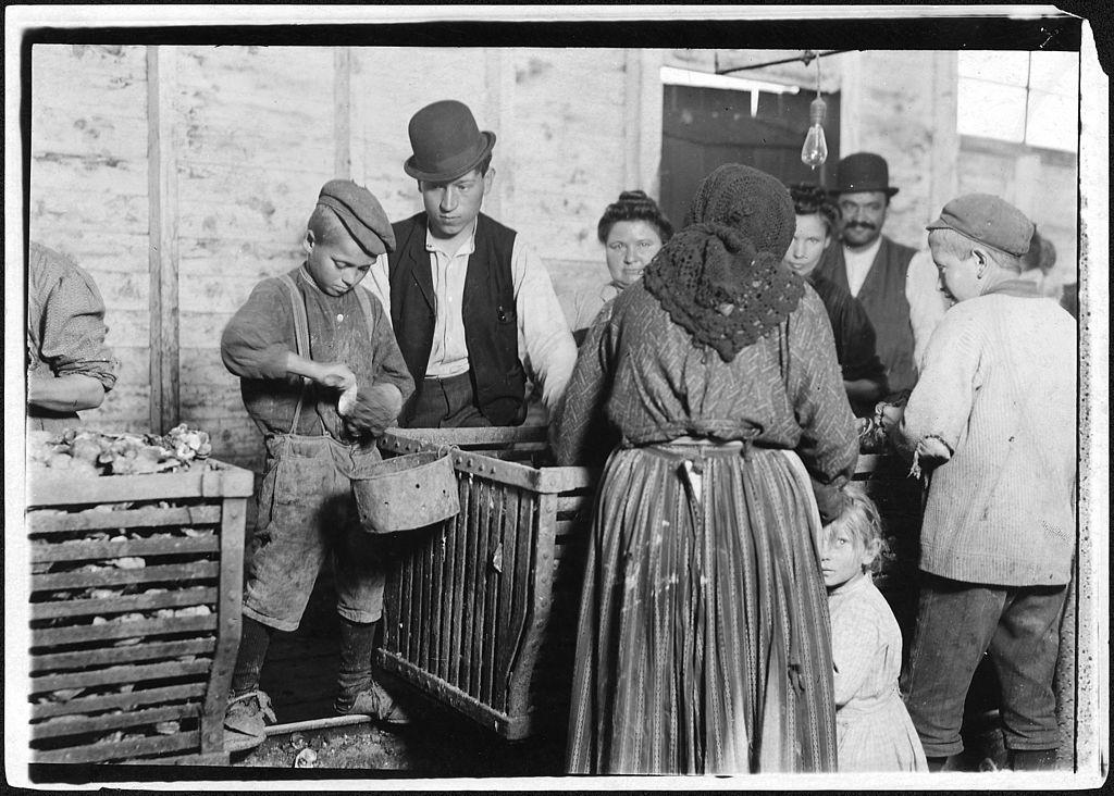 Lewis_Hine_National_Archives_and_Records_Administration.jpg