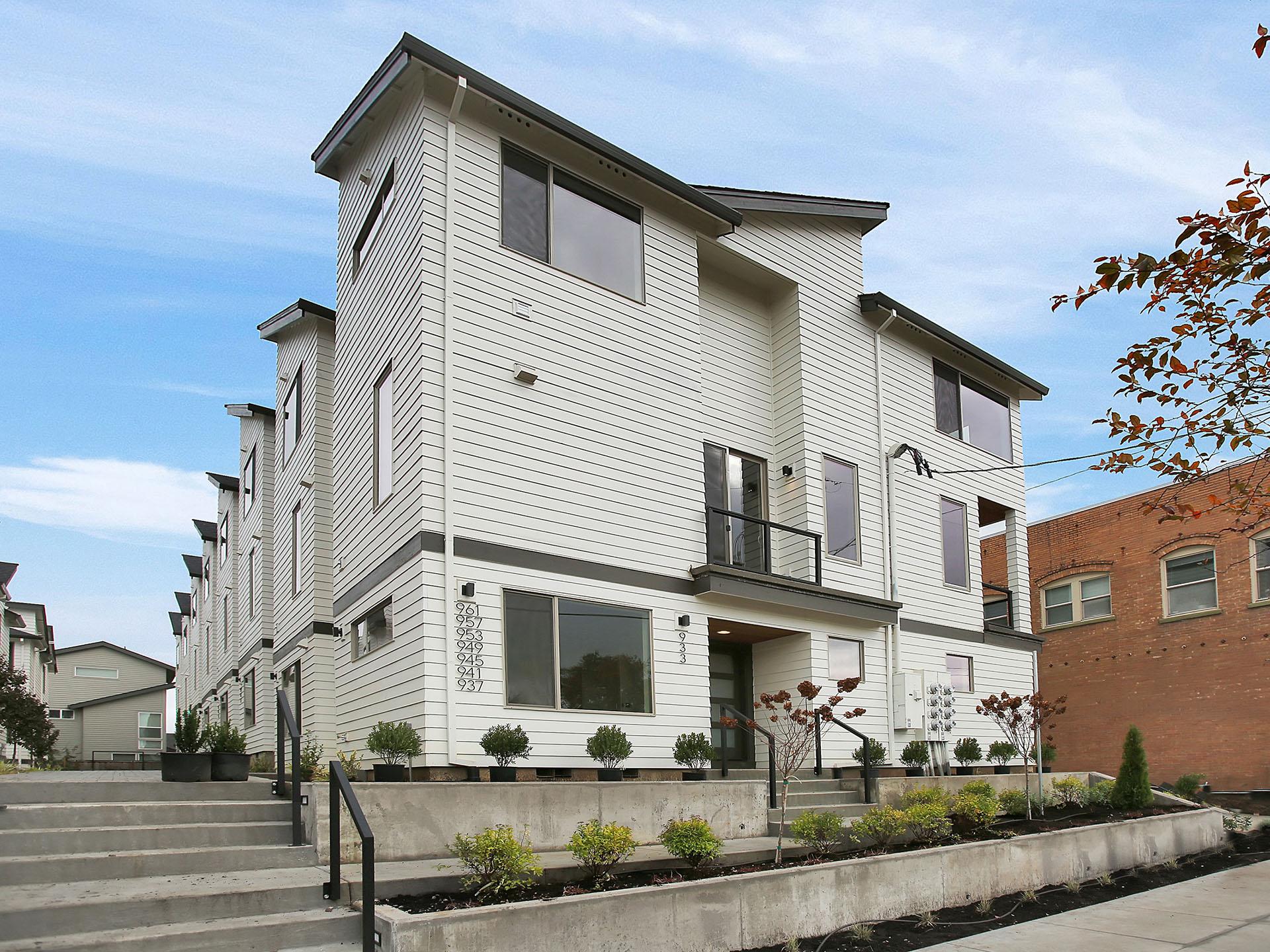 933 N Skidmore St - Portland- 01.jpg