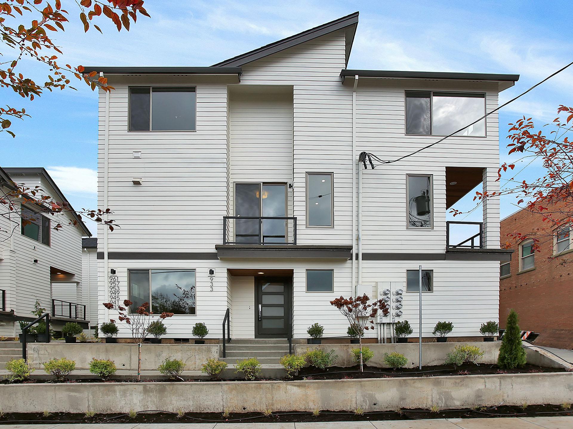 933 N Skidmore St - Portland- 02.jpg