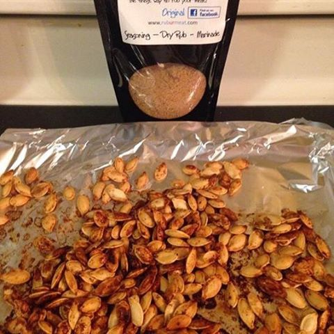 Try a new way to enjoy pumpkin seeds this fall! Ruburmeat.com #rubmorethanurmeat #tastyseeds