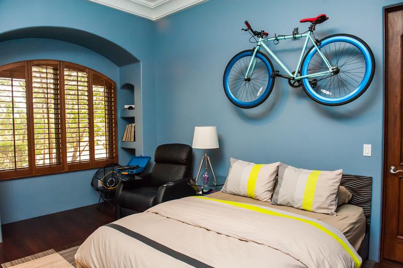 teen-boys-room-bike.jpg