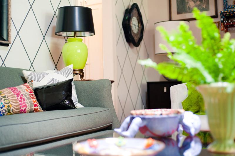 wallpaper-living-room-green-accents.jpg