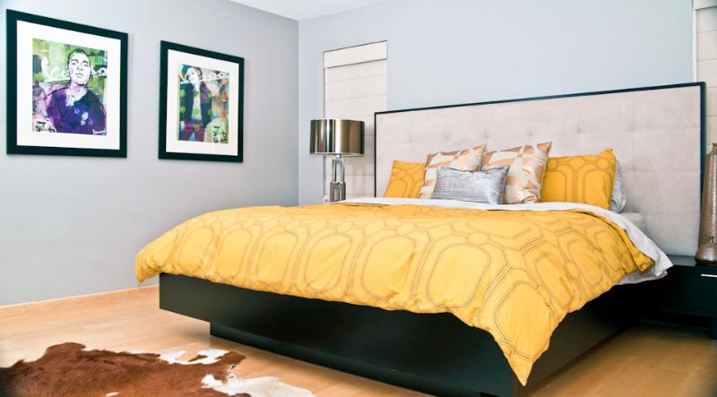 retro-bedroom-cowhide-area-rug.jpg