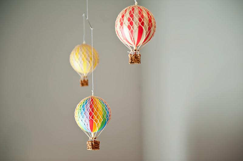 travel-nursery-hot-air-balloons.jpg