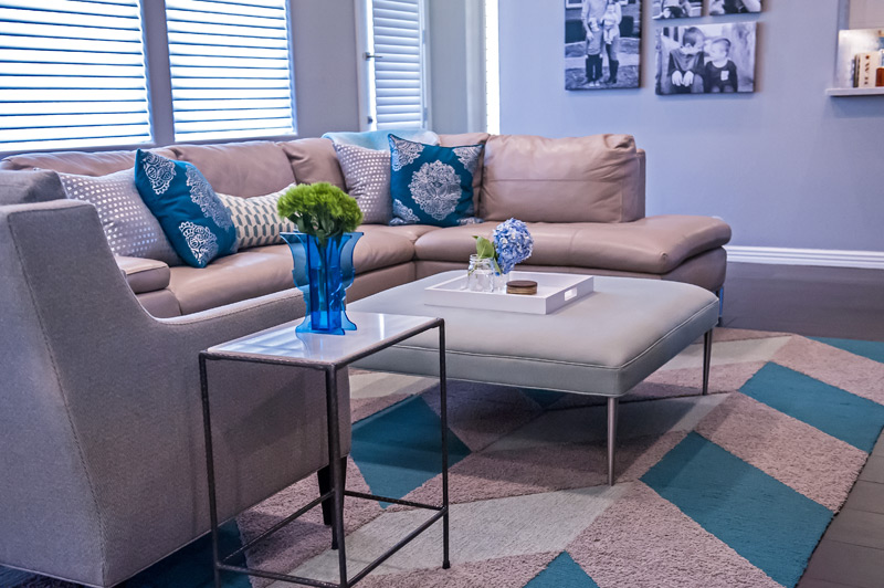 modern-family-room-leather-sectional.jpg