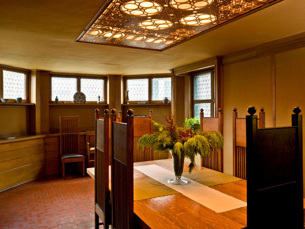 Simplistic and Elegant Dining Room