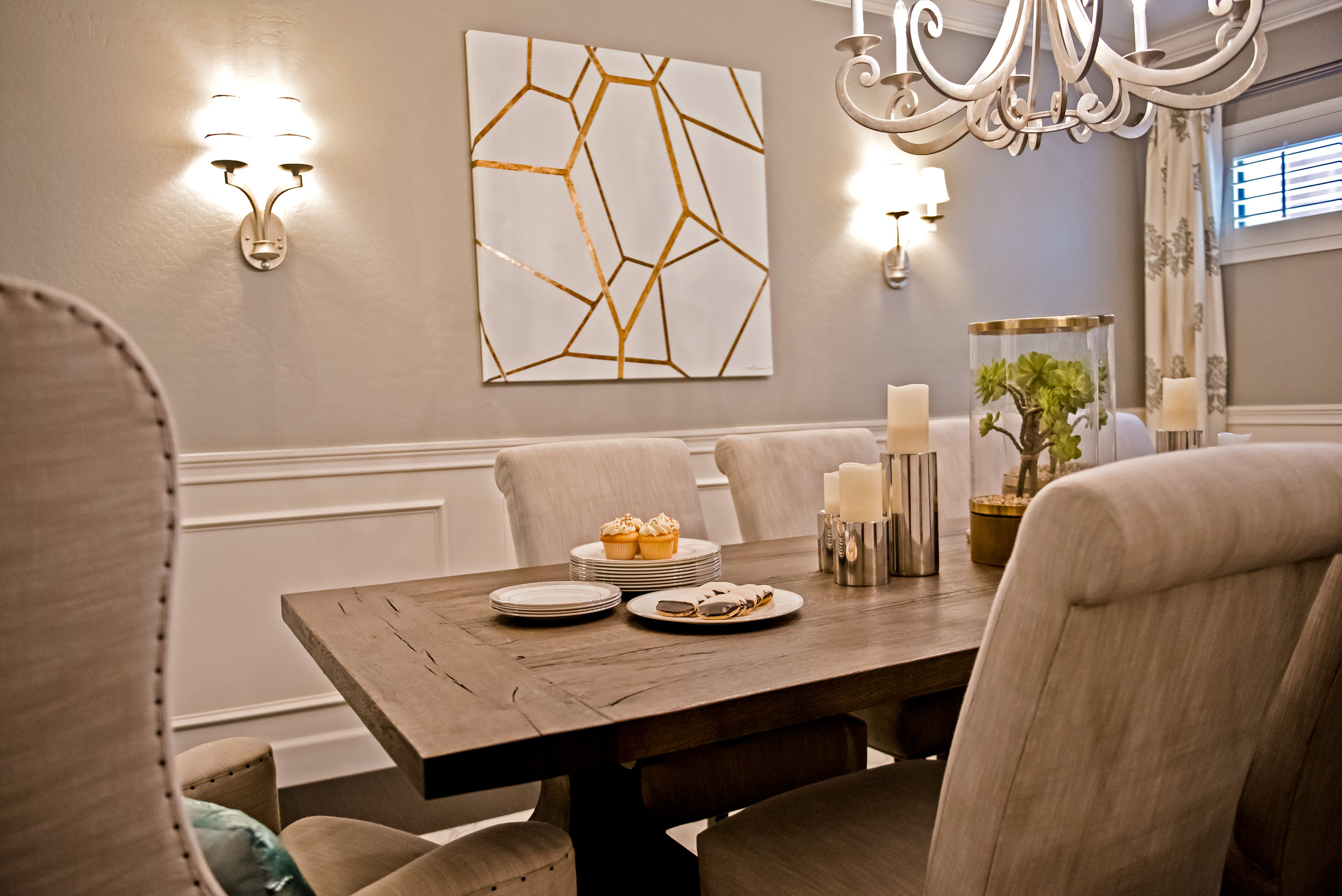 11 - Dining+Transitional+Sconces+CustomArt+Scottsdale.jpg