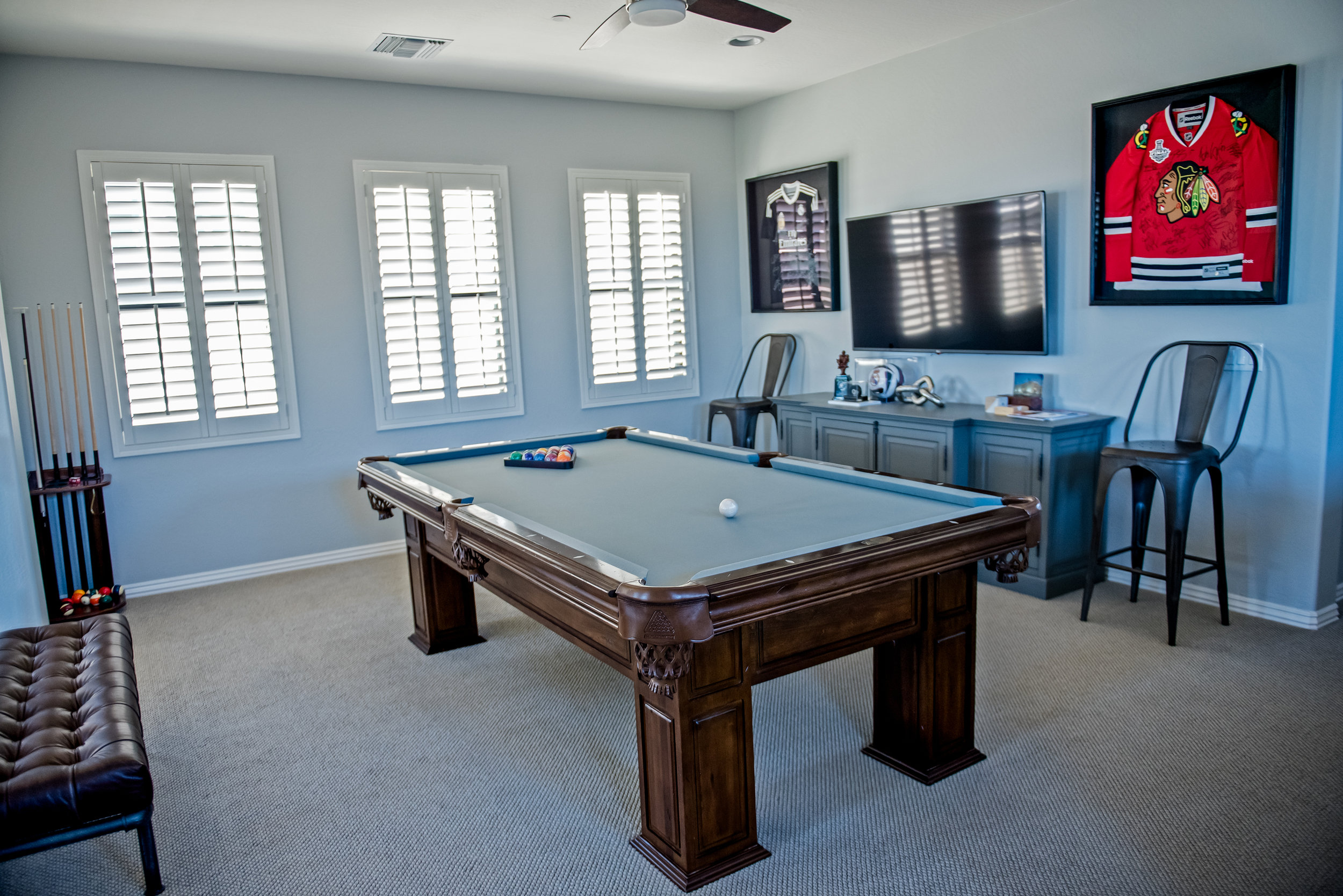 16 - Game+room+Pooltable+Jerseys+Masculine+Mancave.jpg