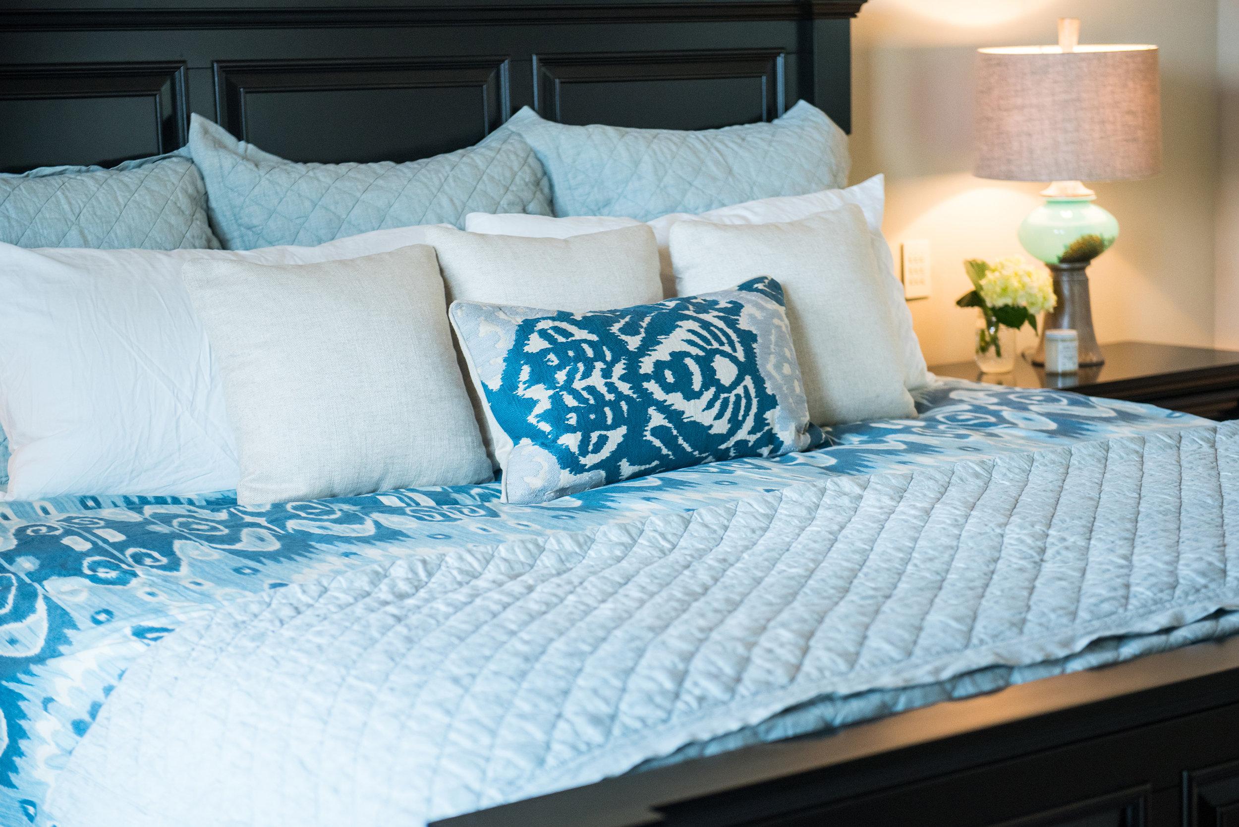 17 - Master+Blues+Modern+Bright+Accessories+Bedding.jpg