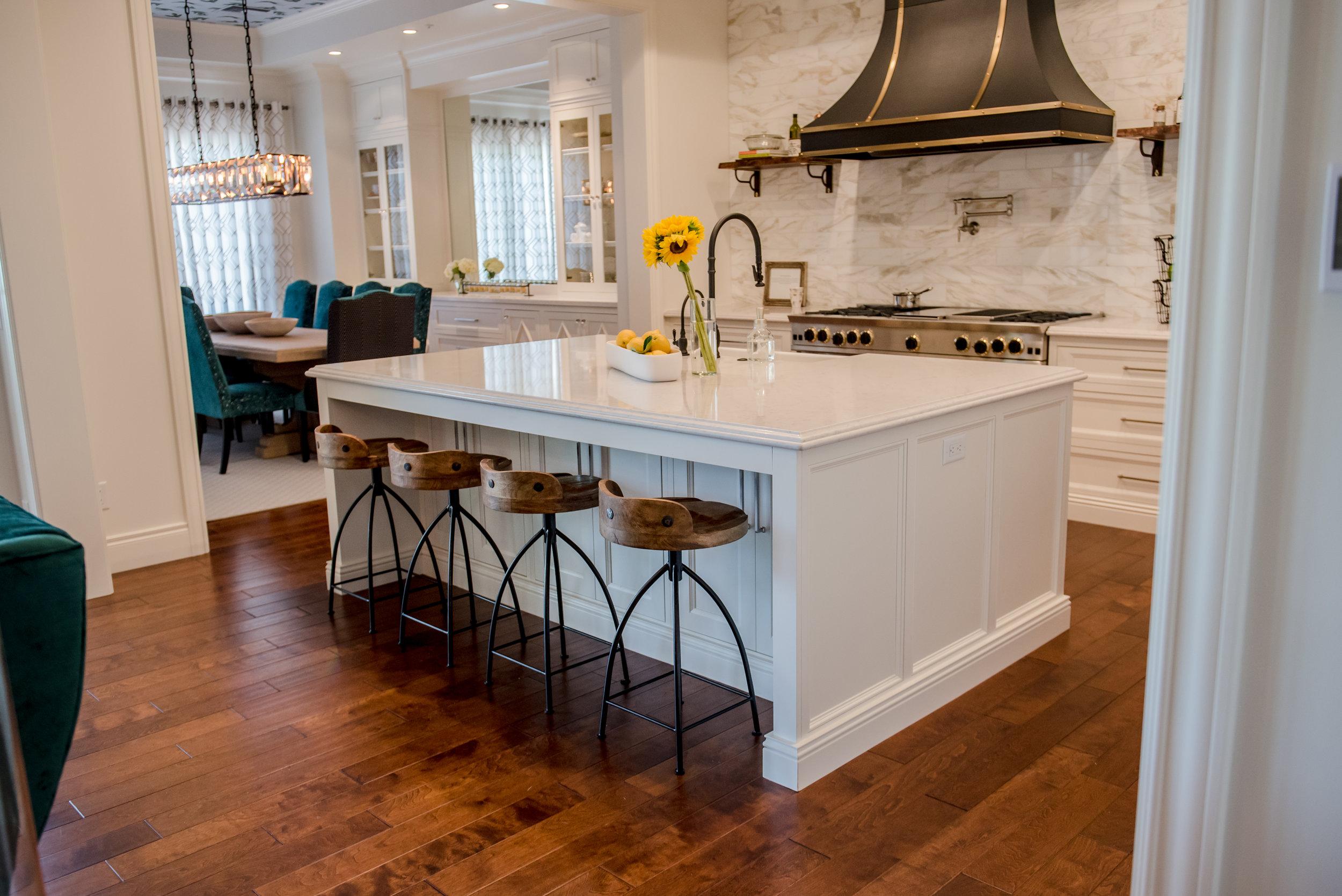 17+Kitchen+Openconcept+Accessories+Transitional+Hood+Brass+Black+Range+Marble+Calacatta+Openshelves.jpg