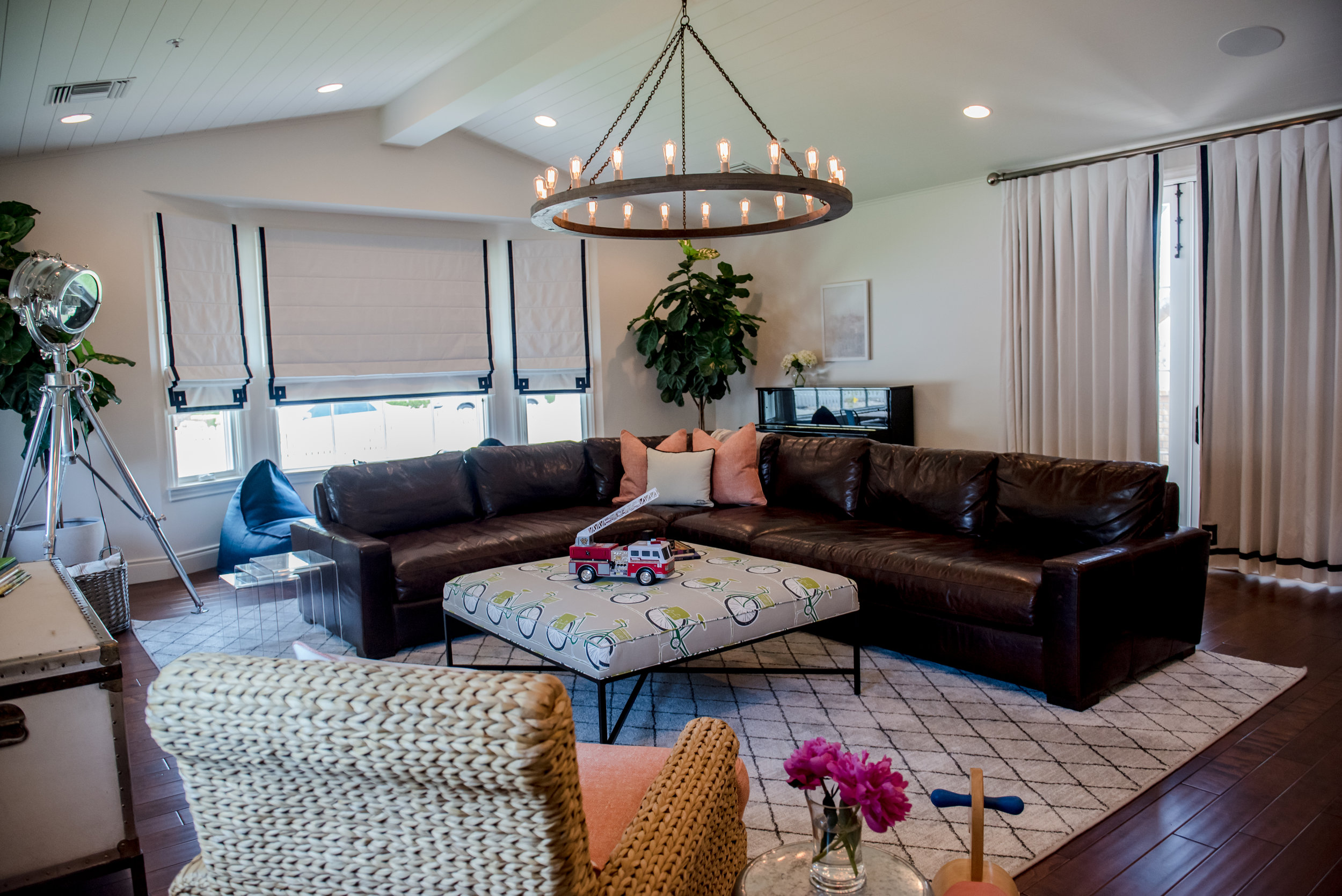 29+Family+Play+Drapes+Chandelier+Sectional+Chair+Ottoman.jpg