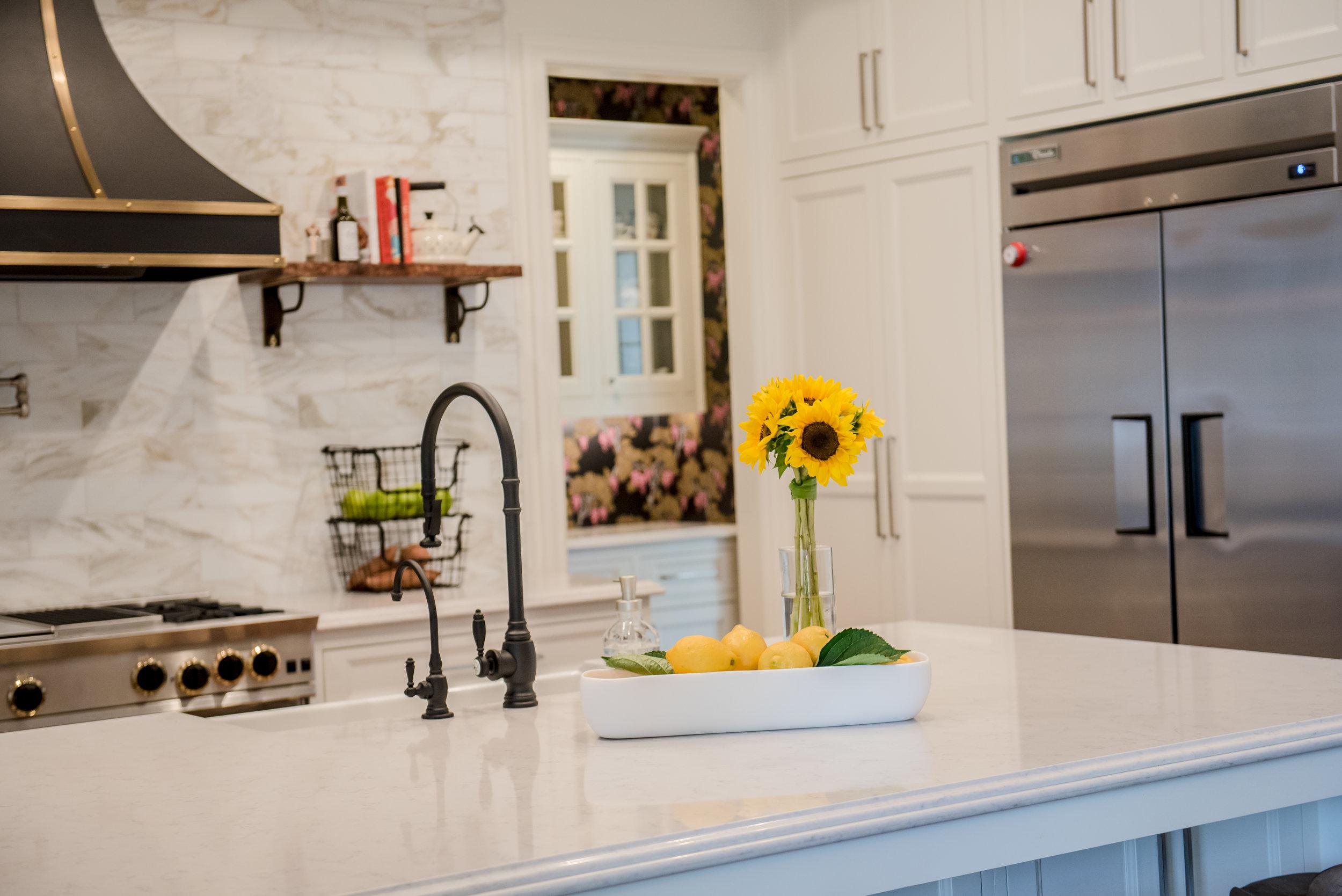 22-Kitchen+Island+Hood+Range+Openshelves+Butlers+Wallpaper.jpg