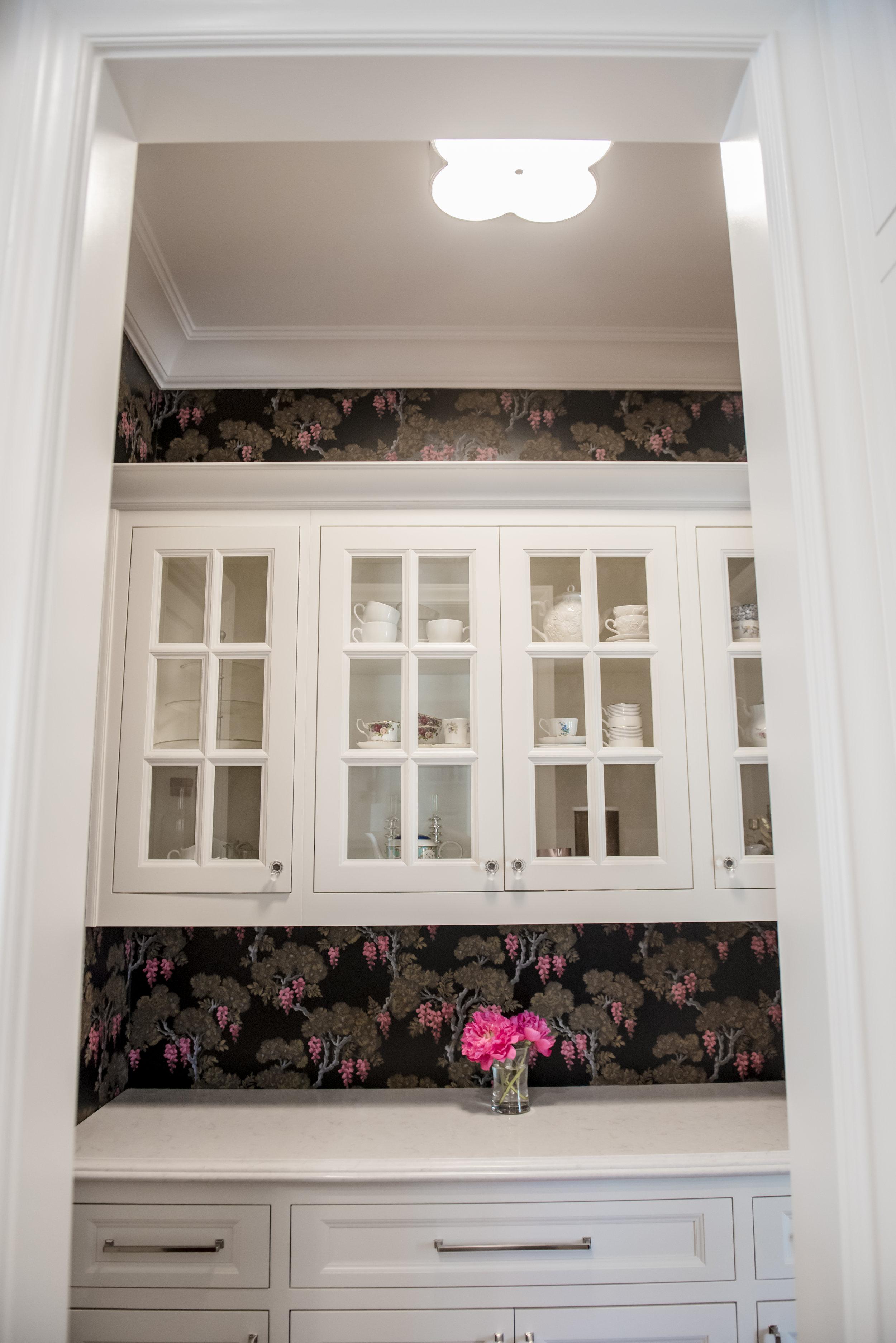 24+Butlers+Pantry+Wallpaper+Glasscabinets+Floral+Black+Bold.jpg