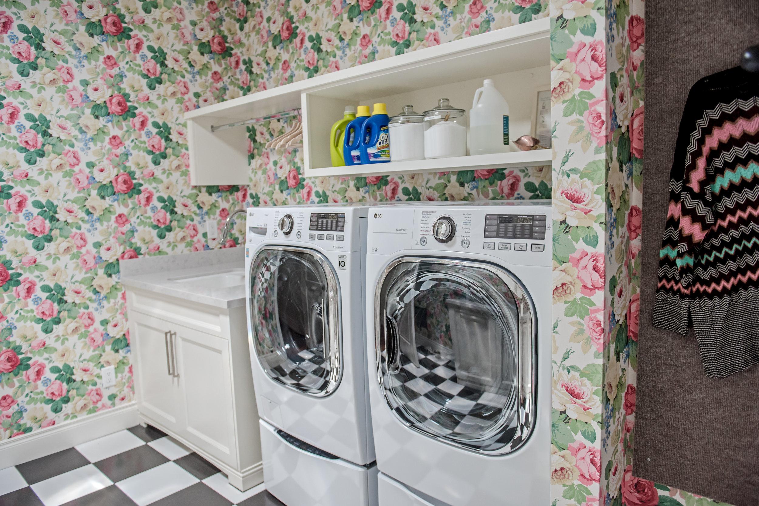 42+Laundry+Checkerboard+Floral+BlackandWhite+Feminine+Wallpaper.jpg