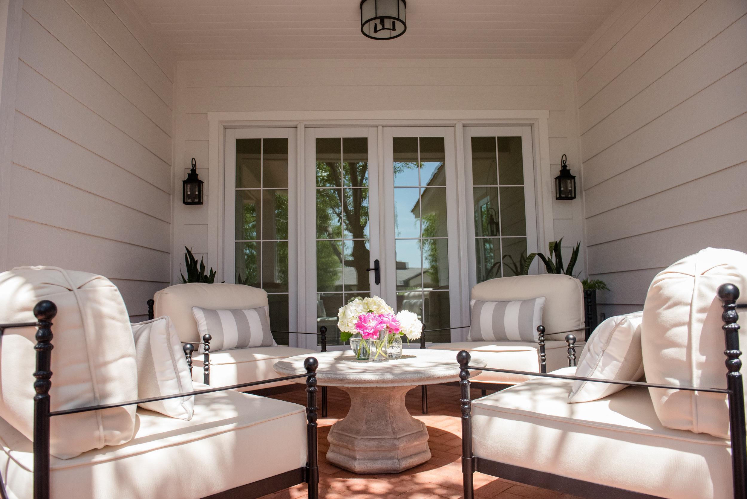 76+Courtyard+Chairs+Lounge+Topiary+Blackandwhite.jpg