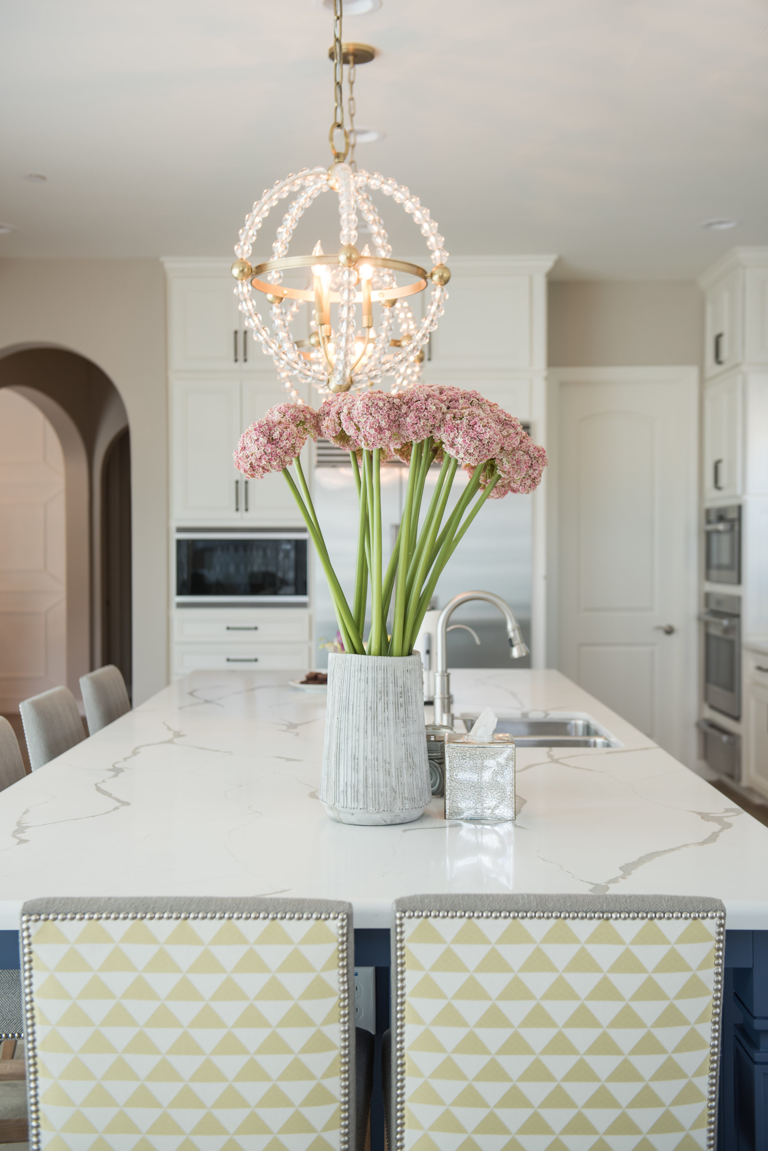 9 Brass+Chandelier+Transitional+Kitchen+Scottsdale+Accessories+Flowers+Pink.jpg
