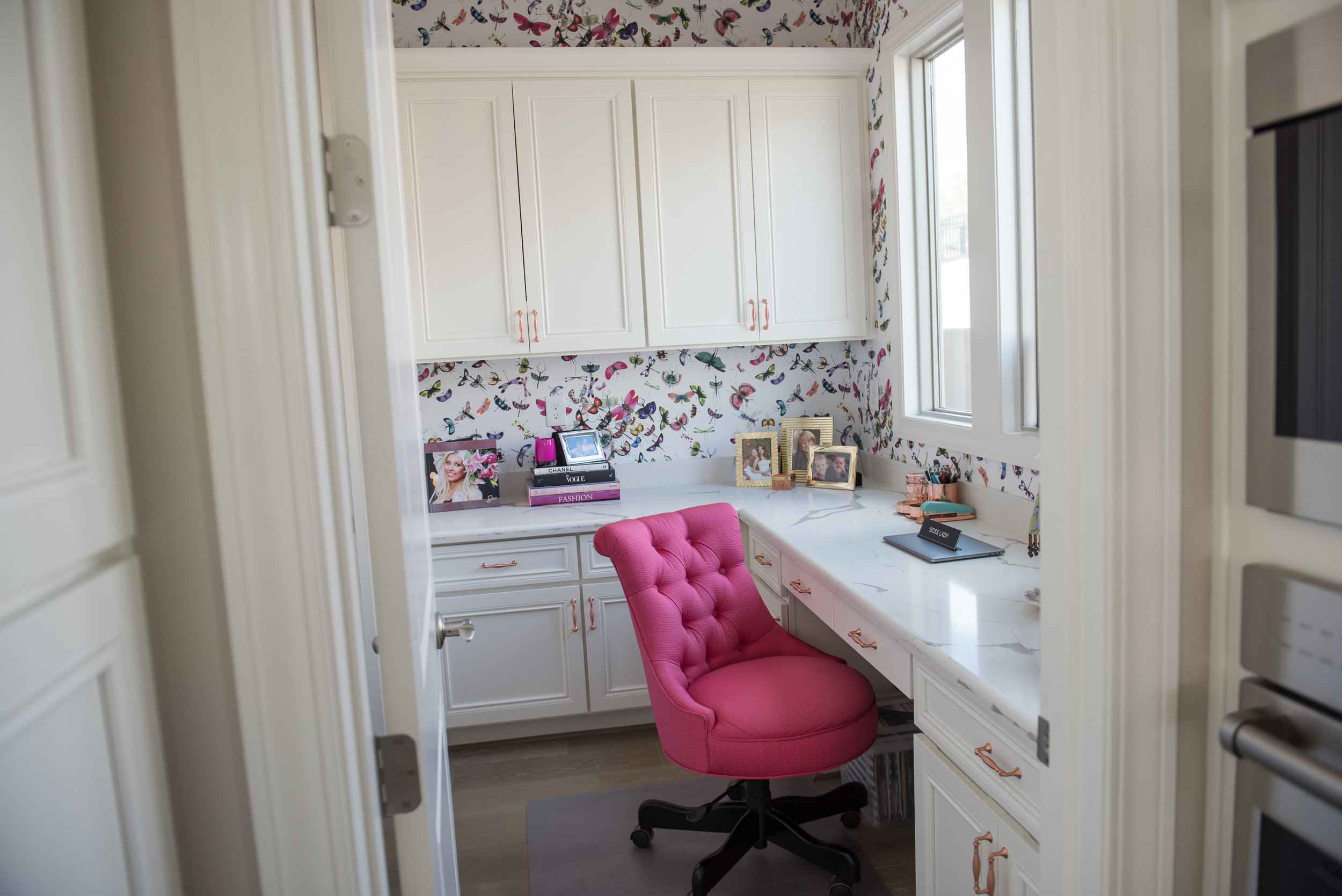 19 Office+Wallpaper+ChristianLacroix+Pink+Bright.jpg